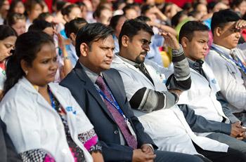 Далай-лама провел беседу о мудрости сострадания на праздновании юбилея программы трансплантации печени
