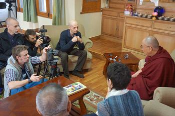 Далай-лама встретился с делегацией из Чили и c российскими журналистами