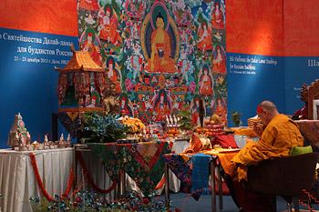 В завершение учений для российских буддистов Далай-лама даровал посвящение Будды Акшобхьи