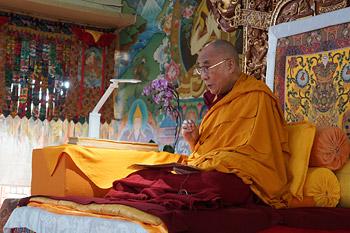 Второй день учений Далай-ламы по ламриму в монастыре Сера Чже