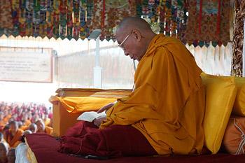 В монастыре Сера Чже прошел третий день учений Далай-ламы по ламриму