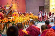 В последний день учений для буддистов из Монголии для Его Святейшества Далай-ламы выступили монгольские артисты. Дели, Индия. 4 декабря 2013 г. Фото: Тензин Чойджор (офис ЕСДЛ)