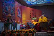 Его Святейшество Далай-лама выполняет подготовительные ритуалы перед началом второго дня учений для буддистов из Монголии. Дели, Индия. 3 декабря 2013 г. Фото: Тензин Чойджор (офис ЕСДЛ)