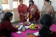 Его Святейшество Далай-лама дает интервью для школьной газеты Вазант Вэлли. Нью-Дели, Индия. 6 декабря 2013 г. Фото: Тензин Чойджор (офис ЕСДЛ)