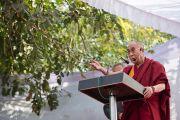 Его Святейшество Далай-лама выступает с речью в детском доме для беспризорников в Мехраули. Нью-Дели, Индия. 7 декабря 2013 г. Фото: Тензин Чойджор (офис ЕСДЛ)