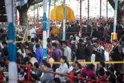 Его Святейшество Далай-лама покидает монастырь Сера Чже по окончании четвертого дня учений. Билакуппе, штат Карнатака, Индия. 28 декабря 2013 г. Фото: Тензин Чойджор (офис ЕСДЛ)