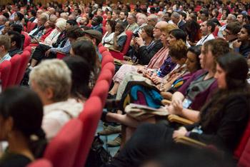 """Далай-лама прочел публичную лекцию """"Границы этики в глобальном мире"""" в Христианском университете в Бангалоре"""