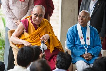Далай-ламу тепло встретили в буддийском центре «Нагалока»