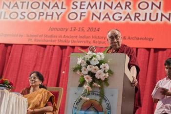 Далай-лама побеседовал со студентами об индийской культуре