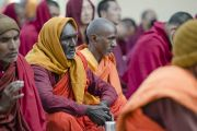 Индийские буддийские монахи слушают Его Святейшество Далай-ламу на седьмой день учений в монастыре Сера Чже. Билакуппе, штат Карнатака, Индия. 31 декабря 2013 г. Фото: Тензин Чойджор (офис ЕСДЛ)