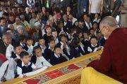 Его Святейшество Далай-лама на встрече с тибетцами. Чокур, штат Карнатака, Индия. 4 января 2014 г. Фото: Тензин Чойджор (офис ЕСДЛ)