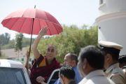 Его Святейшество Далай-лама покидает школу им. епископа Коттона. Бангалор, Индия. 5 января 2014 г. Фото: Тензин Чойджор (офис ЕСДЛ)