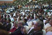 Во время выступления Его Святейшества Далай-ламы на открытии 92-й ежегодной конференции Ассоциации руководителей англо-индийских школ Индии в школе им. епископа Коттона. Бангалор, Индия. 5 января 2014 г. Фото: Тензин Чойджор (офис ЕСДЛ)