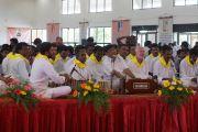 Группа музыкантов и певцов исполняет бхаджаны перед началом празднования 150-й годовщины со дня рождения Свами Вивекананды. Коимбатур, штат Тамил-Наду, Индия. 7 января 2014 г. Фото: Джереми Рассел (офис ЕСДЛ)