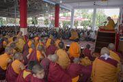 Его Святейшество Далай-лама дарует учения в тибетском поселении в Бандаре. Штат Махараштра, Индия. 11 января 2014 г. Фото: Тензин Чойджор (офис ЕСДЛ)