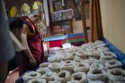 Его Святейшество Далай-лама в филиале Института тибетской медицины и астрологии в тибетском поселении в Бандаре. Штат Махараштра, Индия. 11 января 2014 г. Фото: Тензин Чойджор (офис ЕСДЛ)