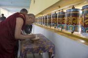 Его Святейшество Далай-лама освящает главный храм в тибетском поселении в Бандаре. Штат Махараштра, Индия. 11 января 2014 г. Фото: Тензин Чойджор (офис ЕСДЛ)