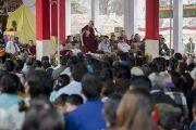 Его Святейшество Далай-лама на встрече с жителями тибетского поселения в Банадаре. Штат Махараштра, Индия. 12 января 2014 г. Фото: Тензин Чойджор (офис ЕСДЛ)