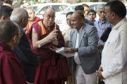 Его Святейшество Далай-ламу приветствуют в университете им. Пандиты Равишанкара Шуклы в Райпуре. Штат Чаттисгарх, Индия. 15 января 2014 г. Фото: Тензин Чойджор (офис ЕСДЛ)
