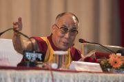 Его Святейшество Далай-лама выступает в университете им. Пандиты Равишанкара Шуклы в Райпуре. Штат Чаттисгарх, Индия. 15 января 2014 г. Фото: Тензин Чойджор (офис ЕСДЛ)