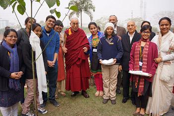 Далай-лама встретился с учениками школы «Шаг за шагом»
