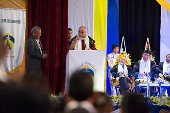 Далай-лама даровал посвящение Белой Тары в Гувахати и посетил университетскую ассамблею в Шиллонге