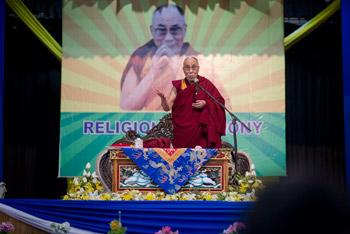 Далай-лама побеседовал с тибетцами из Шиллонга и принял участие в межконфессиональной встрече