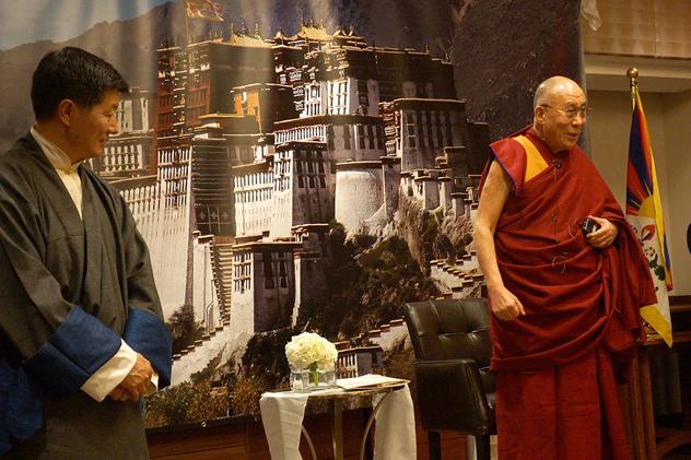 Экономика, счастье и поиски лучшей жизни. Далай-лама продолжил встречи в Американском институте предпринимательства