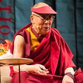 В Сан-Франциско Далай-лама прочел публичную лекцию по просьбе Американо-гималайского фонда