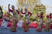Исполнение национальных танцев на торжественном открытии фестиваля Тибета. Гувахати, штат Ассам, Индия. 2 февраля 2014 г. Фото: Тензин Чойджор (офис ЕСДЛ)
