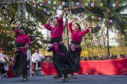 Төвдийн хүрээлэнгийн уран бүтээлчидийн урлагийн үзүүлбэрээс.Энэтхэг, Ассам, Гувахати, 2014.02.02. Зургийг Дэнзэн Чойжор (ДЛО)