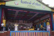 Его Святейшество Далай-лама произносит речь на торжественном открытии фестиваля Тибета. Гувахати, штат Ассам, Индия. 2 февраля 2014 г. Фото: Тензин Чойджор (офис ЕСДЛ)