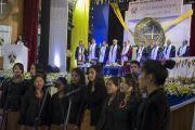 Сургуулийн найрал дуучид төгсөлтийн баярын үеэр дуулав. Энэтхэг, Мегалаяа, Шиллонг. 2014.2.3. Зургийг Дэнзэн Чойжор (ДЛО)