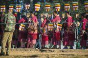 Очередь желающих попасть на учения Его Святейшества Далай-ламы на стадионе для игры в поло в Шиллонге. Штат Мегхалая, Индия. 4 февраля 2014 г. Фото: Тензин Чойджор (офис ЕСДЛ)
