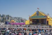 Вид на стадион для игры в поло, где на учения Его Святейшества Далай-ламы собрались пять тысяч человек. Шиллонг, штат Мегхалая, Индия. 4 февраля 2014 г. Фото: Тензин Чойджор (офис ЕСДЛ)