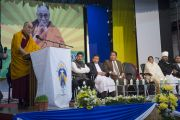 Его Святейшество Далай-лама выступает на межрелигиозной встрече. Шиллонг, штат Мегхалая, Индия. 5 февраля 2014 г. Фото: Тензин Чойджор (офис ЕСДЛ)