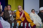 Его Святейшество Далай-лама и другие участники межрелигиозной встреч. Шиллонг, штат Мегхалая, Индия. 5 февраля 2014 г. Фото: Тензин Чойджор (офис ЕСДЛ)