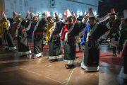 Тибетские артисты исполняют народный танец и песню в завершение межрелигиозной встречи. Шиллонг, штат Мегхалая, Индия. 5 февраля 2014 г. Фото: Тензин Чойджор (офис ЕСДЛ)