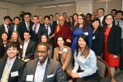 Его Святейшество Далай-лама со студентами и будущими лидерами на встрече в Американском институте предпринимательства. Вашингтон, округ Колумбия, США. 19 февраля 2014 г. Фото: Патрик Райан