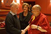 Его Святейшество Далай-лама, губернатор штата Калифорния Джерри Браун и сенатор Дайана Фейнштейн на обеде, организованном Американо-гималайским фондом. Сан-Франциско, Штат Калифорния, США. 22 февраля 2014 г. Фото: Джереми Рассел (офис ЕСДЛ)