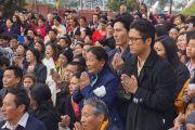 Тибетцы слушают Его Святейшество Далай-ламу на торжественном открытии нового тибетского общественного центра в Ричмонде. Штат Калифорния, США. 23 февраля 2014 г. Фото: Джереми Рассел (офис ЕСДЛ)