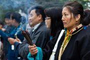 Члены тибетской общины ожидают прибытия Его Святейшества Далай-ламы в тибетский центр в Ричмонде. Штат Калифорния, США. 23 февраля 2014 г. Фото: YoWangdu