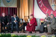 "Его Святейшество Далай-лама и другие участники дискуссии на тему ""Сострадание и бизнес"" в университете Санта-Клары. Штат Калифорния, США. 24 февраля 2014 г. Фото: Charles Barry"