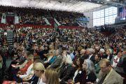 Во время выступления Его Святейшества Далай-ламы в университете Санта-Клары. Штат Калифорния, США. 24 февраля 2014 г. Фото: Джереми Рассел (офис ЕСДЛ)