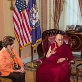 Далай-лама провел день на Капитолийском холме в Вашингтоне