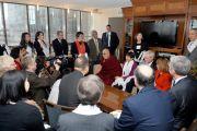 Его Святейшество Далай-лама на встрече с членами Государственного совета Миннесоты по делам выходцев из Азиатско-тихоокеанского региона. Миннеаполис, штат Миннесота, США. 1 марта 2014 г. Фото: Сонам Зоксанг
