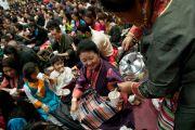Присутствующих на праздновании тибетского нового года в Аугсбургском колледже угощают тибетским чаем. Миннеаполис, штат Миннесота, США. 2 марта 2014 г. Фото: Stephen Geffre