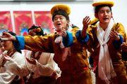 Исполнение тибетских национальных танцев во время празднования тибетского нового года. Миннеаполис, штат Миннесота, США. 2 марта 2014 г. Фото: Stephen Geffre