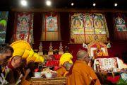 Его Святейшество Далай-лама проводит молебен по случаю тибетского нового года в Аугсбургском колледже в Миннеаполисе. Штат Миннесота, США. 2 марта 2014 г. Фото: Stephen Geffre