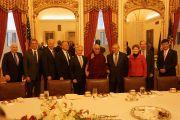 Его Святейшество Далай-лама и члены сенатского комитета по международным вопросам на встрече в Конгрессе США. Вашингтон, округ Колумбия, США. 6 марта 2014 г. Фото: Сонам Зоксанг